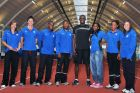 miniatura Usain Bolt pictured with seven of Brunel's student athletes